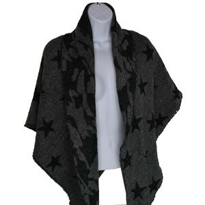 Steve Madden Camo Stars Triangle Blanket Wrap Gray